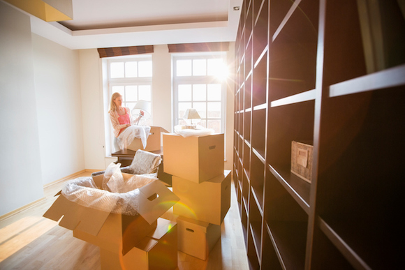 How to Stay Organized When Unpacking in a New Home image